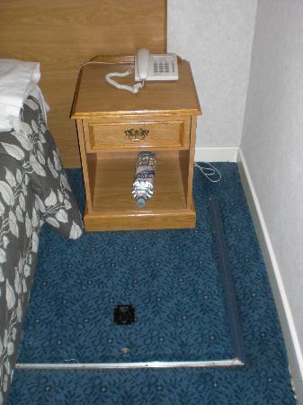 Tavistock Hotel: Mesita de noche