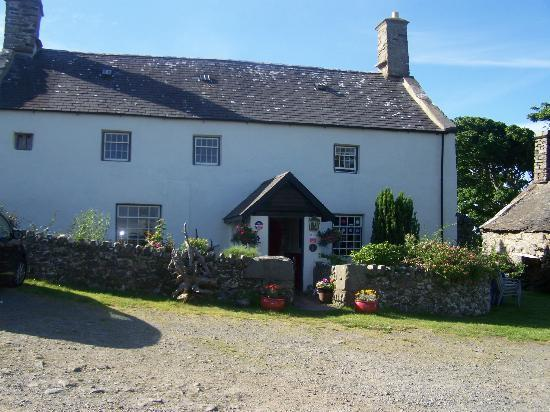 Llwyndu Farmhouse: the farmhouse