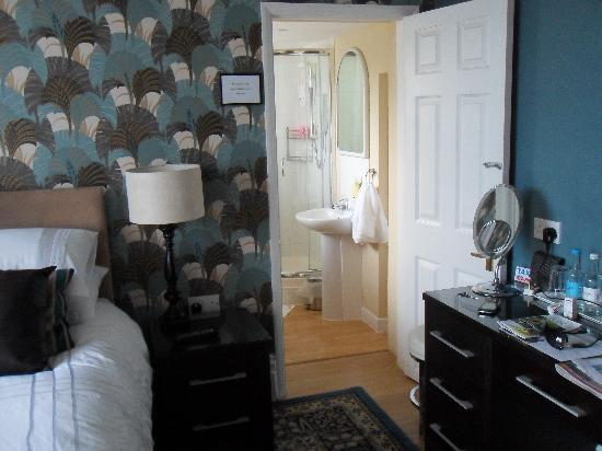 Bed & Breakfast by the Beach: Room 1 and ensuite