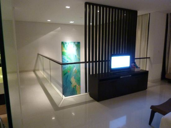 Twinpalms Phuket: Mega Artwork in Lounge