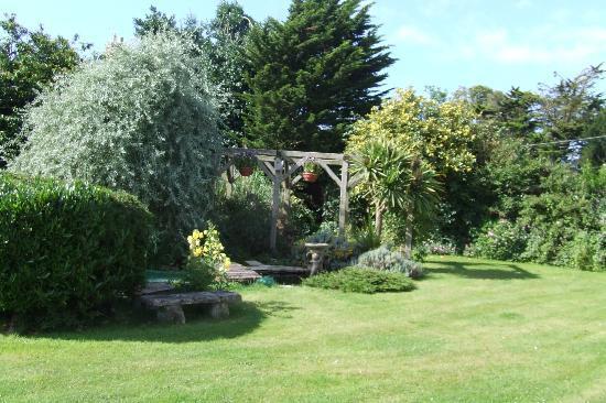Harvest House: Beautiful Gardens