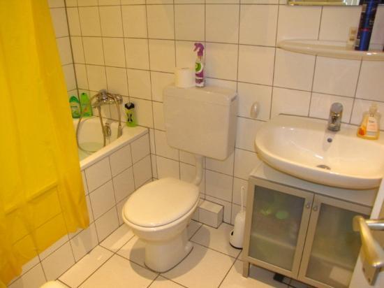 Bermuda Triangle Bed & Breakfast: shared bathroom