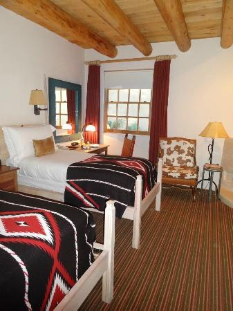 Rosewood Inn of the Anasazi: Our Room- we requested 2 beds