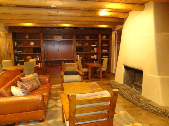 Rosewood Inn of the Anasazi: Library