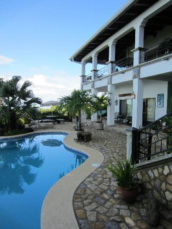 Kalon Surf - Surf Coaching Resort: House and Pool View
