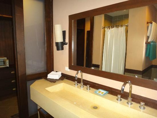 Phuket Kata Resort: Bathroom