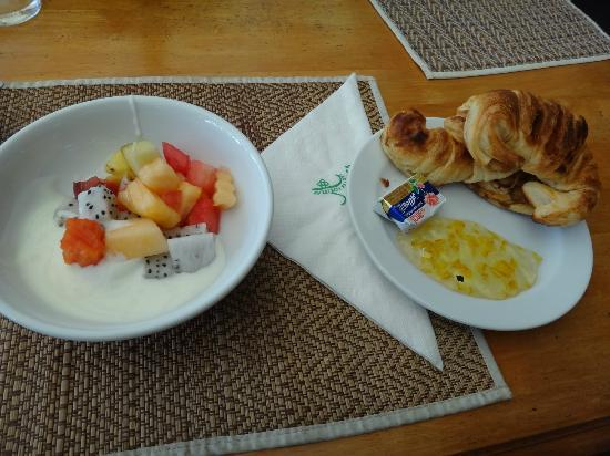 Phuket Kata Resort: Safe Breakfast!