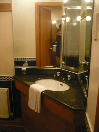 The Townhouse: Nicely decorated bathroom