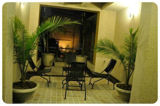 Hotel Bella Vita: Balcony / Smoking Lounge