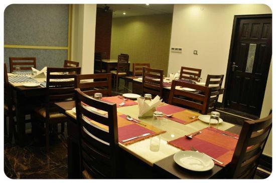 Hotel Bella Vita: Multi Cuisine Restaurant