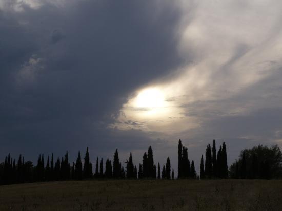 Hotel Villa La Cappella: Moody sky