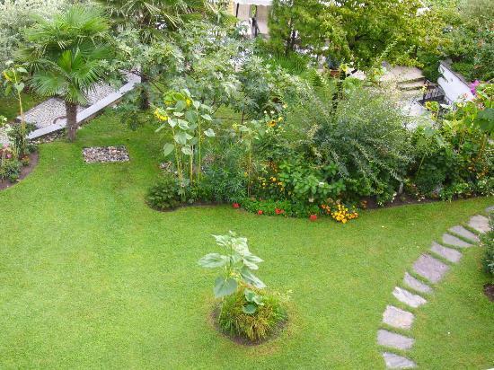 Hotel Alexander: Garten sehr gepflegt