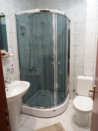 Betsy's Hotel: Bathroom 