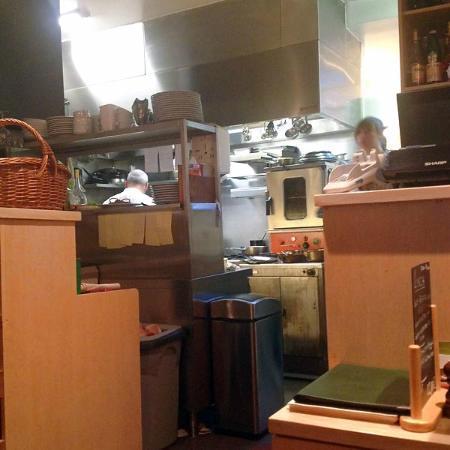 Le Chardonnay: la cuisine avec le chef à gauche