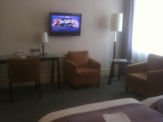 Scandic Palace Hotel: bedroom with flat TV