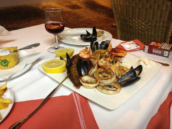 RESTAURANTE CHIKI: assortiment de poissons et crustacés grillés