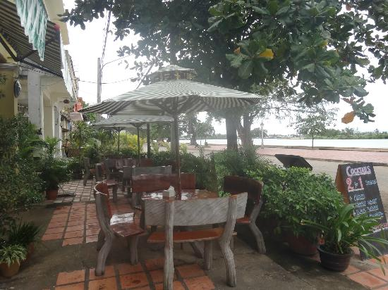 Bokor Mountain Lodge : Restaurant outdoors area