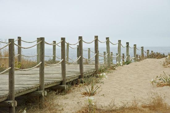 5 Quinas: la passerella che dalla spiaggia porta al ristorante