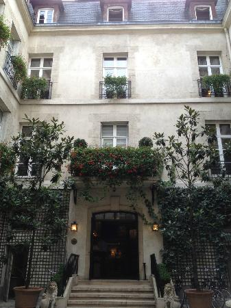 Relais Christine: The enchanting courtyard