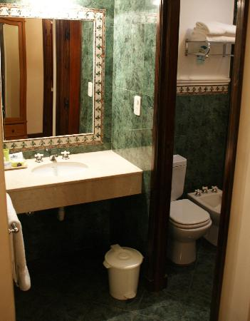 Hotel del Virrey: Our bathroom