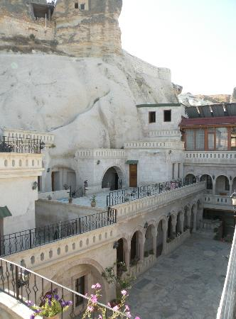 Nature Park Cave Hotel: View of the courtyard