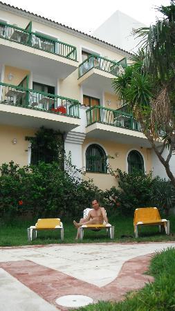 Hotel Pino Alto : Со стороны бассейна