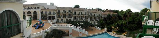 Hotel Pino Alto : Вид на внутренний двор и сад из номера