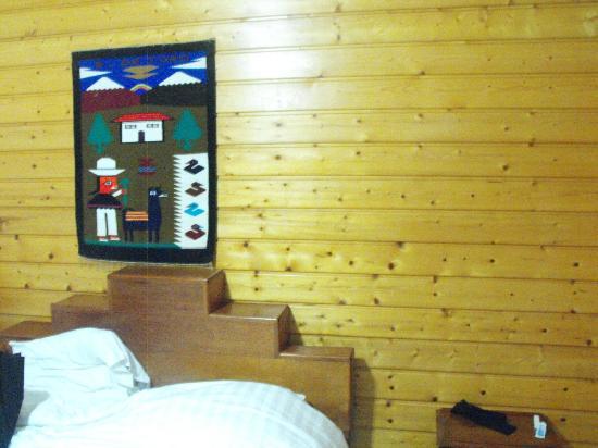 Hotel Laguna: el hotel solo tiene paredes de madera! que no os enganen con las fotos que han puesto!!!