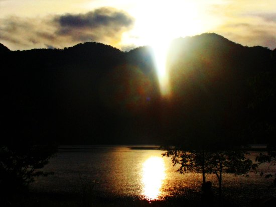 Lake Holon: Sunrise in a way sweeter, up for a headstart