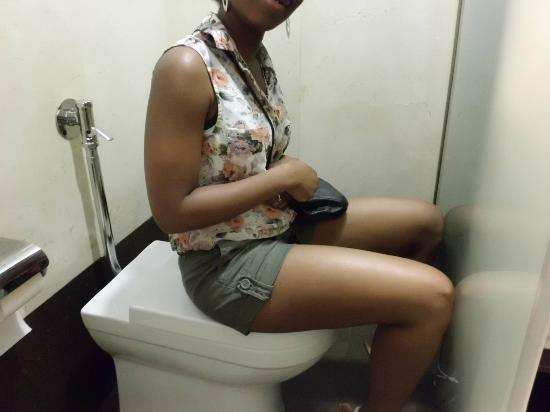 أير هوتل أستوريا بالاس: Uncomfortable bathroom 