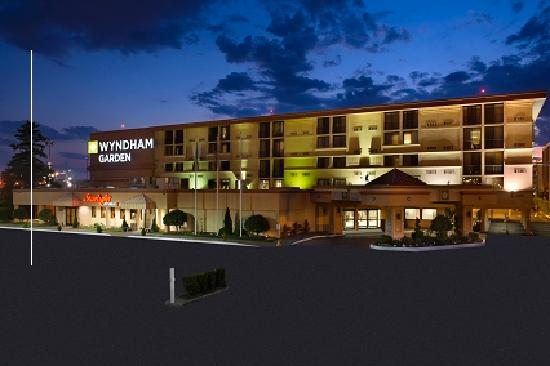 Wyndham Garden Newark Airport: WG Nightime