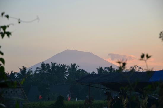 Sang Fajar: 朝のアグン山 ヴィラの前から