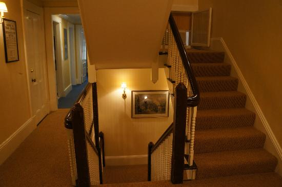 North Bridge Inn: Beautiful staircase