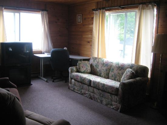 Bay Meadow Cottages: Living Room