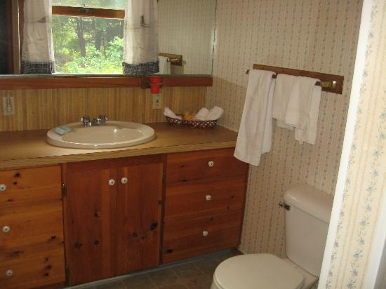 Bay Meadow Cottages: Bathroom