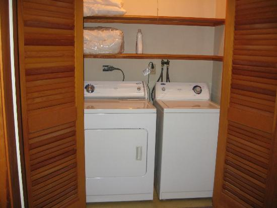 Bay Meadow Cottages: Ahhh....clean clothes for way home