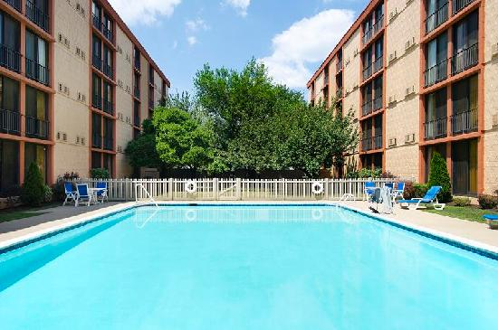 Pool picture of wyndham garden newark airport newark - Wyndham garden newark airport newark nj ...