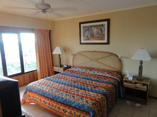 Casa Del Mar Beach Resort : Master bedroon has a nice view of pool and beach