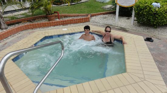 Casa Del Mar Beach Resort: Jaccuzzis are not crowed, may or may not be hot which was fine by us.