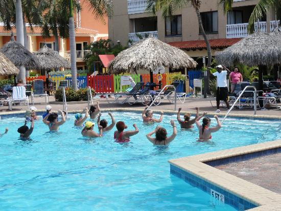 Casa Del Mar Beach Resort: Pool workout session in the AM.