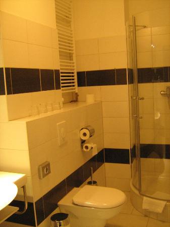 Hotel Prens Berlin: bath