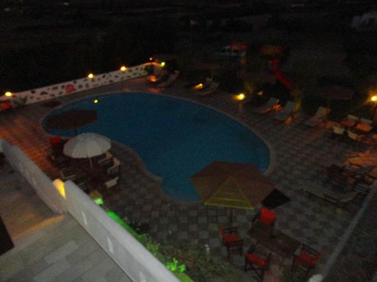 Naxos Kalimera Hotel: πολυ ωραια θεα. μεγαλη πισινα. κ πολυ μεγαλο κ ωραιο μπαλκονι με πανεμορφη κουνια ξιλινη κ μεγαλ