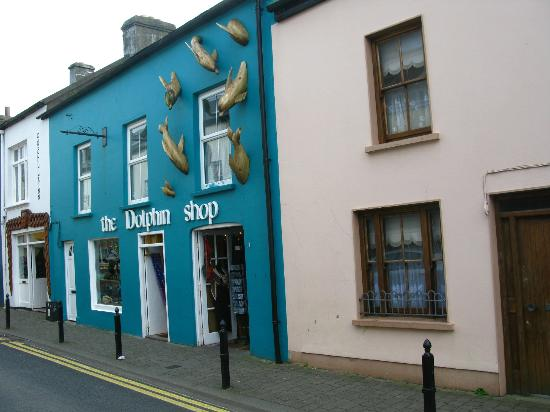 The Dingle Peninsula: Shop in a village