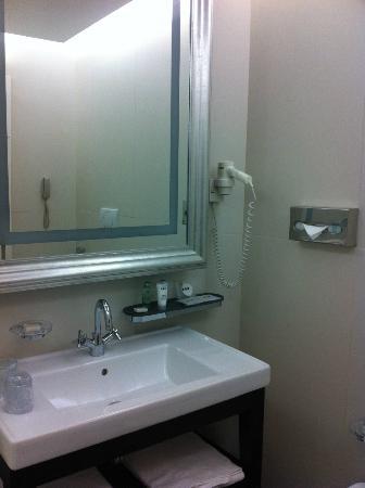 UNA Hotel Cusani: Baño