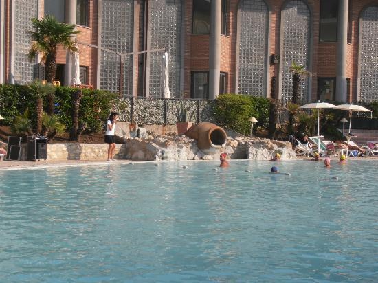 Visione dal basso dell 39 albergo foto di hotel terme - Contursi terme piscine ...