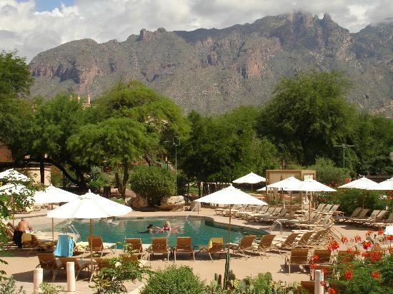 Westin La Paloma Resort and Spa : View of some of the pool area.
