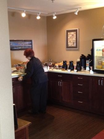 Sheraton Portsmouth Harborside Hotel: Thank you Vivian for making our breakfast wonderful.