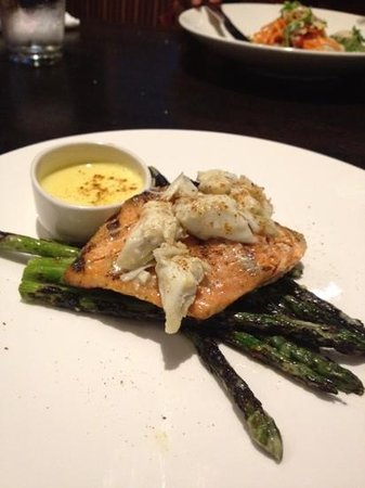 West Kitchen & Tavern: Salmon