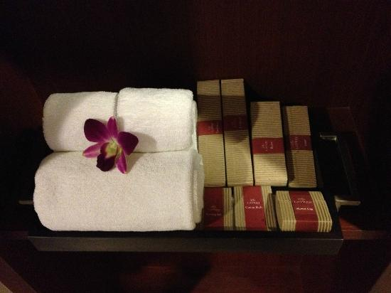 ‪‪La Flora Resort Patong‬: Bathroom stuff