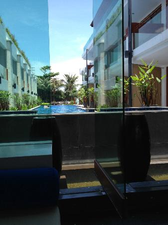 La Flora Resort Patong: Pool view from the lobby